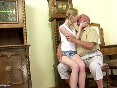 Blonde makes a dirty dream be fitting of never-ending