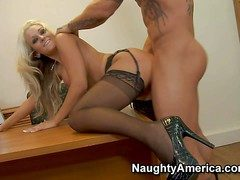 Stunning long haired blonde uncle Brandy Blair with foaming at the mouth hot