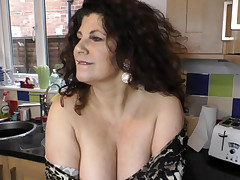 Splendid big-titted babe dancing and showing downblouse